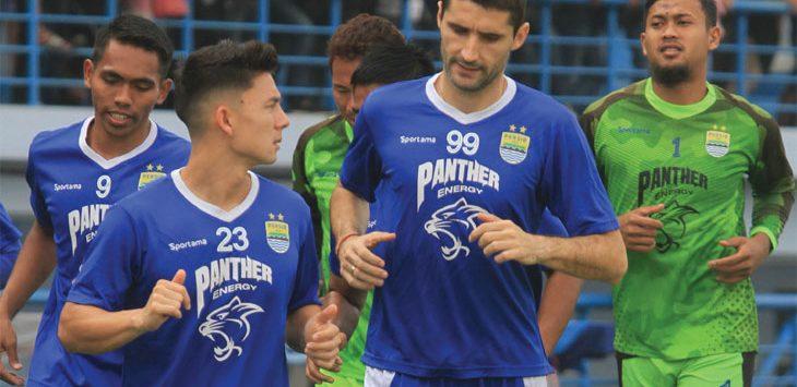 LATIHAN: Sejumlah pemain Maung Bandung saat menjalani sesi latihan di Stadion Sport Jabar Arcamanik, Kota Bandung. Dok