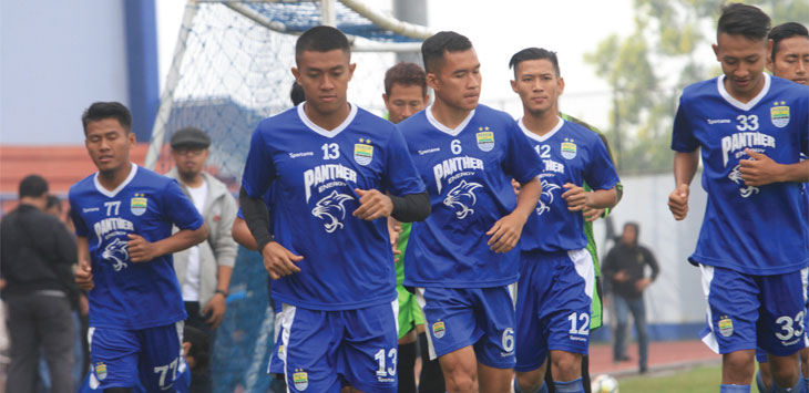 LATIHAN: Sejumlah pemain Persib Bandung saat menjalani sesi latihan jelang persiapan melawan Persiwa Wamena, 11 Februari 2019. Dok