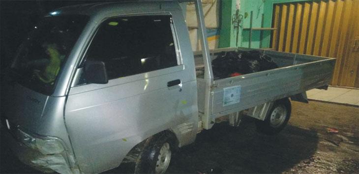 Barang bukti mobil Pick Up yang sempat dibawa kabur pelaku. Kondisinya saat ini rusak para setelah menabrak dinding di Jalan Raya Gandul, Cinere. Ist