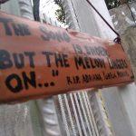 Sahabat dan kerabat Andriana Yubelia Noven menuliskan hal menyentuh di lokasi pembunuhan di Jalan Riau Bogor (adi)