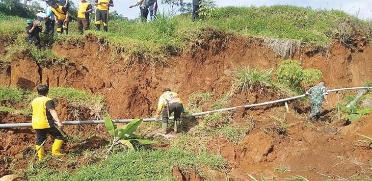 Persawahan di Dusun Sukamaju Desa Jaya Mekar Kecamatan Cibugel Sumedang, amblas