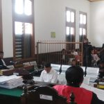 Suami artis Inneke Koesherawati, Fahmi Darmawansyah dituntut jaksa KPK hukuman 5 tahun penjara karena menyuap Kalapas Sukamiskin Wahid Husein di PN Tipikor Bandung.