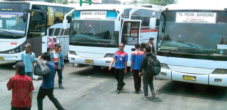 Awak bus mencari penumpang di terminal Leuwipanjang, Kota Bandung. Terminal Civaheum dan Leuwipanjang akan dicaplok Pusat. Ist