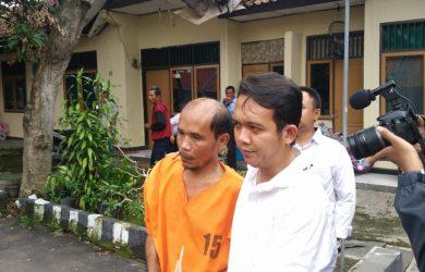 Tersangka Arkati yang membunuh istrinya Sania di Pekantingan Cirebon. (kirno)