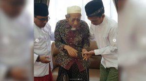 Ustad Abdul Somad (UAS) bersama Mbah Moen (ist)