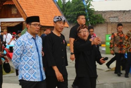 Presiden Jokowi bersama Gubernur Jawa Barat Ridwan Kamil (doc)