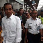 Presiden Jokowi ketika berada di Stasiun Tanjungbarat Rabu sore (foto indra)
