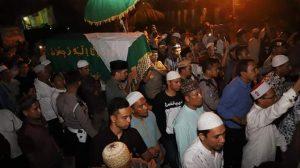 Proses pemakaman ibunda Ustadz Abdul Somad (UAS) di Silau Lama Asahan Sumut (ist)