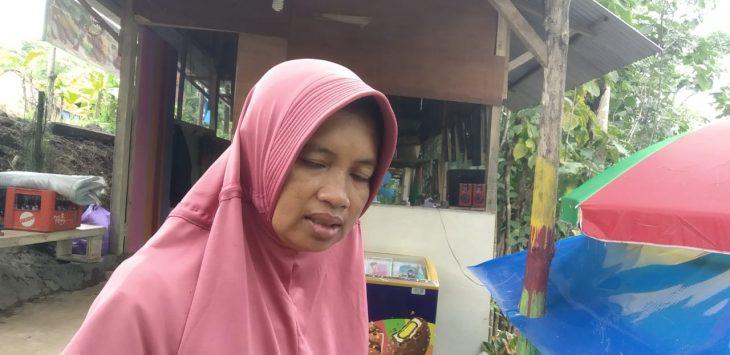 Owner Saung Camara Sungai Cimanis Putat Sedong Arni