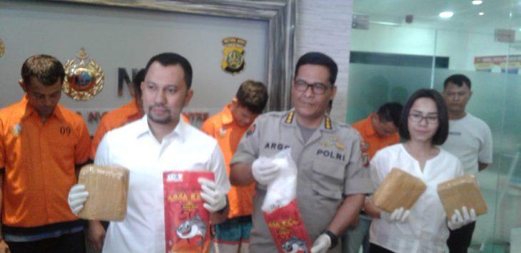 Barang bukti sabu-sabu jaringan Bandung-Jakarta-Riau yang diekspose Polda Metro Jaya (fir)