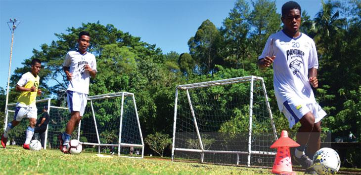 Gelandang muda Persib Bandung, Billy Paji Keraf sudah kembali berlatih bersama skuat Maung Bandung, di Lapangan Sasana Olahraga Ganesha ITB, Kamis (21/3/19). Radar Bandung