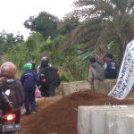 Blokade Jalan R3 Katulampa Kota Bogor yang dibongkar paksa oleh warga sehingga bisa dilintasi pengendara (ist)