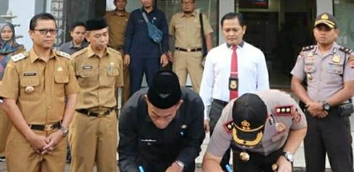 Bupati Subang, Ruhimat dan Kapolres Subang AKBP Muhammad Joni saat penandatanganan MoU, Senin (11/3/19). Ist