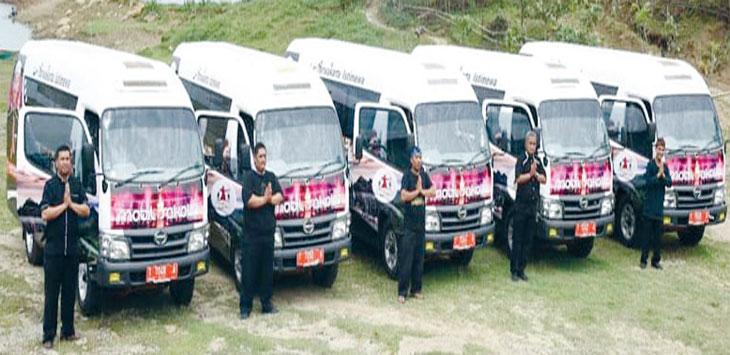 Bus sekolah yang beroperasi di Kecamatan Maniis dan Sukasari tengah parkir.