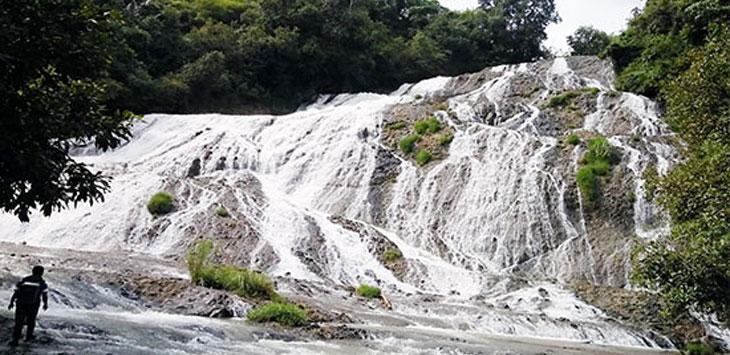 Lokasi wisata Curug Pareang di Desa Sindangresmi, Kecamatan Jampang tengah yang akan dikembangkan pemerintah setempat. Radar Sukabumi