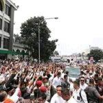 Foto Prabowo di tengah jamaah masjid yang membeludak di Bandung (Fb)