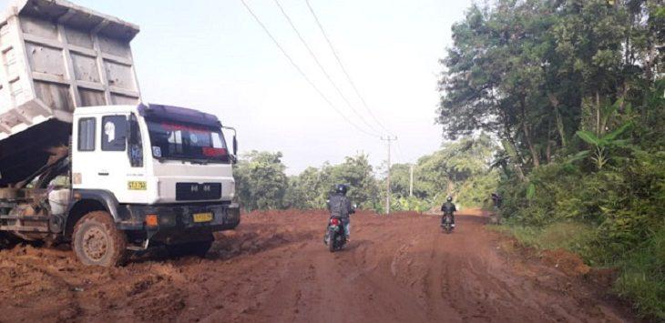 Jalan Militer di Purwakarta rusak./Foto: Rmol