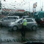 Kecelakaan beruntun 3 mobil di Mundu Cirebon
