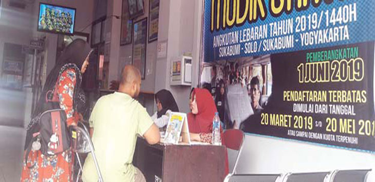 Salah satu calon pemudik saat mendaftar program mudik gratis yang diselenggarakan Dinas Perhubungan Kota Sukabumi. Radar Sukabumi
