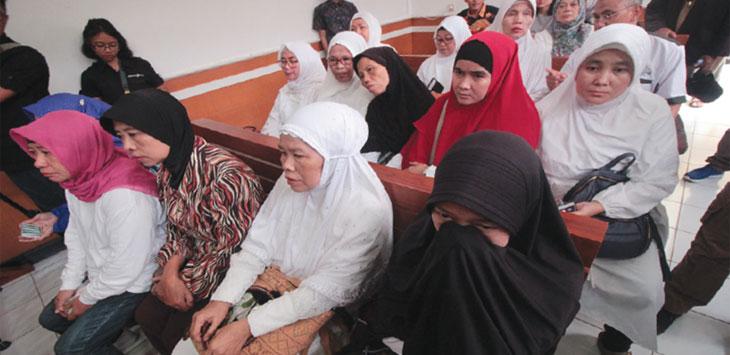 Para korban jamaah mengikuti sidang gugatan perdata aset First Travel di Pengadilan Negeri Kota Depok, Rabu (20/3/19). Radar Depok