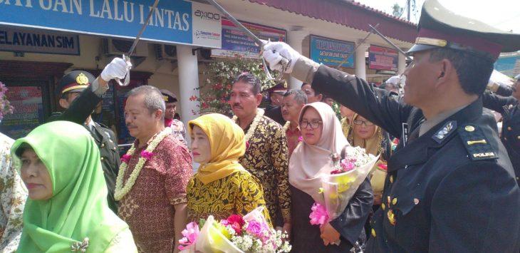 Pelepasan 32 personel Polres Cirebon Kota yang memasuki masa pensiun (kirno)