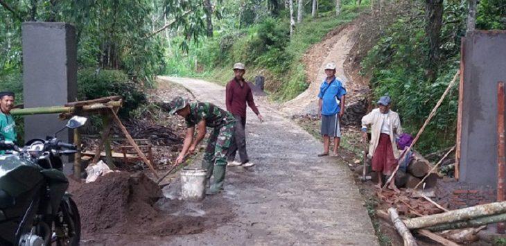 Pembangunan Gapura di Desa Legokherang Kuningan./Foto: Rmol