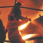 Petugas-pemadam-kebakaran