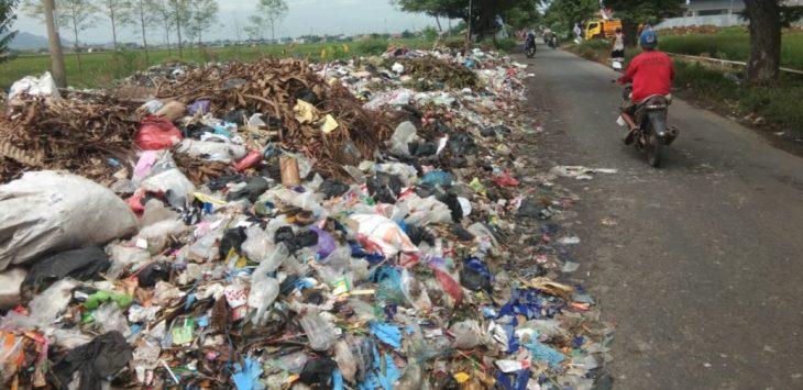 Ilustrasi tumpukan sampah.