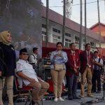 Prabowo Subianto bersama Nissa Sabyan di panggung UKRI Kota Bandung (CNN)