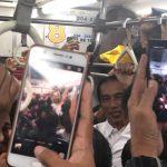 Presiden Jokowi naik KRL dari Jakarta ke Bogor Rabu sore. (Foto indra)
