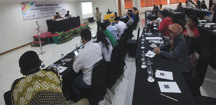 Suasana rapat koordinasi pelaksanaan tahapan kampanye pada pemilu tahun 2019 yang diselenggarakan oleh KPU Kota Depok dan dihadiri perwakilan partai politik di Hotel Bumi Wiyata, Kamis (21/3/19). Radar Depok