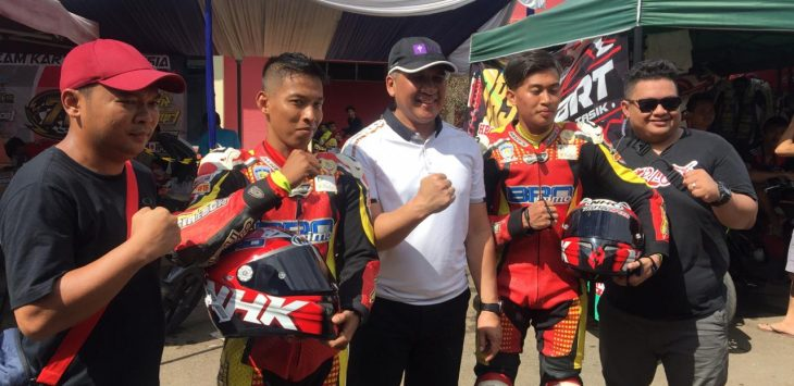Ketua IMI Kabupaten Cirebon Mulyono (topi merah) saat berada di agenda Cirebon Katon Championship 2019, Minggu (17/3/2019)./Foto: Istimewa