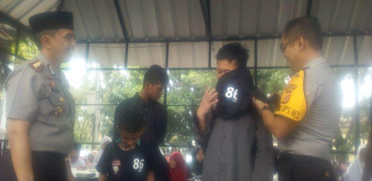 Tim Prabu Polrestabes Bandung bersama anak yatim (arif)