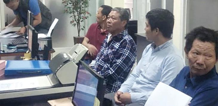 Tujuh WNA yang bekerja di PLTMH Sagaranten saat menjalani pemeriksaan di Kantor Imigrasi Kelas II Non TPI Sukabumi. Ist