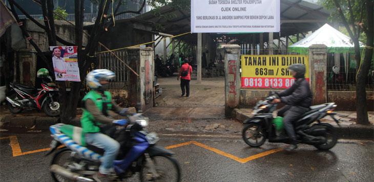 Tampak terlihat shelter penjemputan ojek online yang sudah tersedia di Jalan Anggrek, Kecamatan Pancoranmas, Senin (18/3/19). Radar Depok