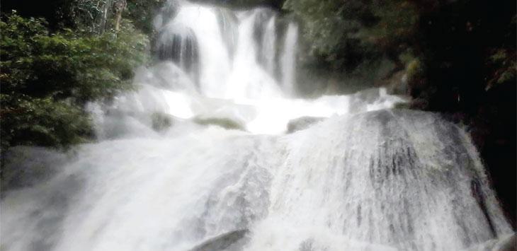 Suasana asri air terjun bibijilan di Kampung Lebak Nangka, Desa Kerta Angsana, Kecamatan Nyalindung. Radar Sukabumi