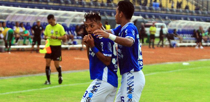 Beckham Putra Nugraha merasa bangga usai cetak gol ke gawang Persiwa Wamena saat Piala Indonesia di Stadion Sijalak Harupat, Soreang, Kabupaten Bandung, Senin (11/2/19). Radar Bandung