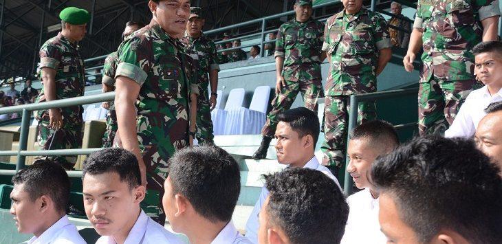 Kasdam III/ Siliwangi Brigjen TNI Dwi Jati Utomo, S.I.P, M.Tr (Han) saat menemui para calon Taruna Akmil, Kamis (25/4/2019)./Foto: Arief