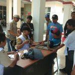 Seluruh petugas pemilu di PPK Kecamatan Suranenggala cek kesehatannya. Kirno/pojokjabar