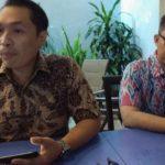Sekretaris DPD Partai NasDem Kota Cirebon, Hari Saputra Gani (batik cokelat). Yan/pojokjabar