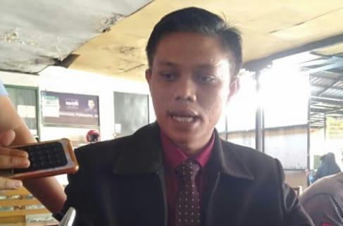 Pengacara PT. CPM, A.Aris Nurjaman, SH, saat memberikan keterangan kepada sejumlah media.