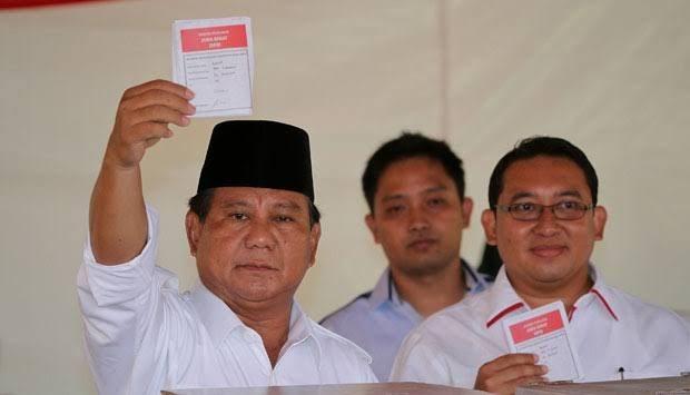 Ketum Gerindra Prabowo Subianto saat menggunakan hak pilihnya pada Pemilu 2019. (ist)