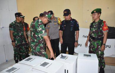 Kapolda Jabar bersama Pangdam Siliwangi meninjau pelaksanaan pemilu di Bogor (ist)