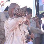 Momen Prabowo menangis di depan ribuan pendukungnya di Padang, Sumatera Barat (foto jeka kampai)