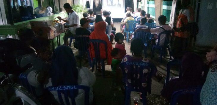 Ratusan relawan roemah djoeang Prabowo-Sandi nonton bareng debat terakhir. Ghofar/pojokjabar