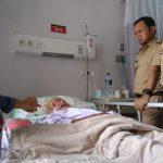 Saat Jenguk Petugas KPPS di RS PMI Bogor, Bima Kasih Isyarat KPU dan Anak Muda