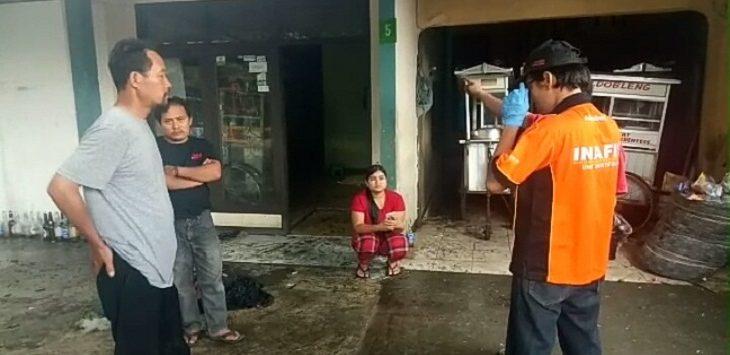 Gas 3 kg bocor di salah satu rumah kontrakan di Jalan Cigelereng, Kota Bandung, pada Jumat (19/4/2019)./Foto: Arief