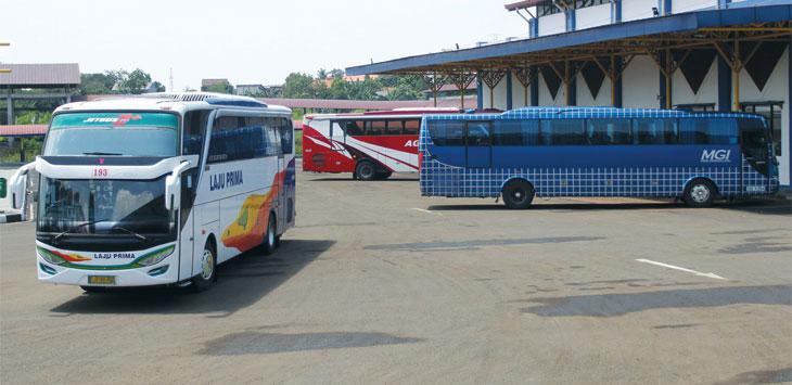 Tampak terlihat bus terparkir di kawasan Terminal Jatijajar, Kecamatan Tapos. Radar Depok