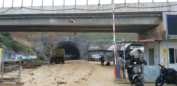 Proyek pengerjaan tunel tol Cisumdawu. Radar Sumedang