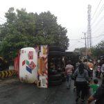 Truk Tangki Terguling di Cigudeg, Bensin Banjiri Jalan Bikin Rugi Puluhan Juta